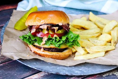 Gouda Bacon Cheeseburger