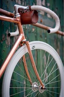 bici con cuadro de cobre