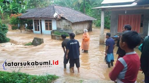 Banjir bandang di Cikidang Sukabumi / Foto : Isep Panji (24/1/2019)