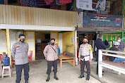 Tindak Lanjuti Himbauan Kapolres,Kapolsek Lilirilau Pimpin Pemasangan Stiker Himbauan Prokes