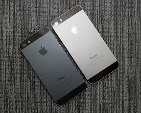 iPhone5s(右)とiPhone5