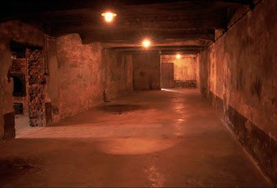 29/10/11 Nocturna especial Halloween - Partida abierta La Granja Airsoft Auschwitz-gas-chamber