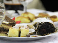 11 A gyülekezeti tagok süteményekkel is készültek az alkalomra.jpg