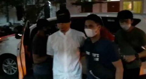 Tutup Mata Munarman Pakai Kain Hitam, Pengacara Tuding Polisi Langgar HAM