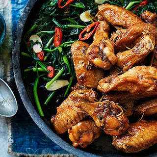 Chicken wings in Vietnamese caramel sauce