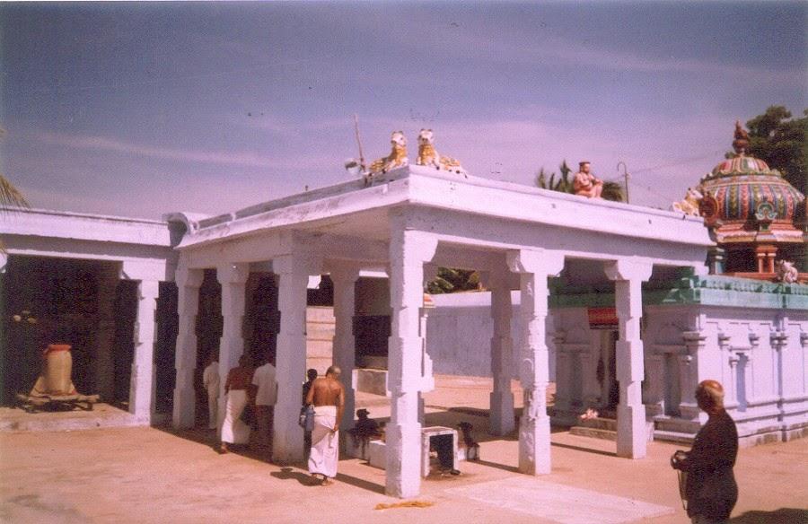 Sri Velvidai Nathar Temple, Tirukkurukavur, Sirkazhi - 275 Shiva Temples