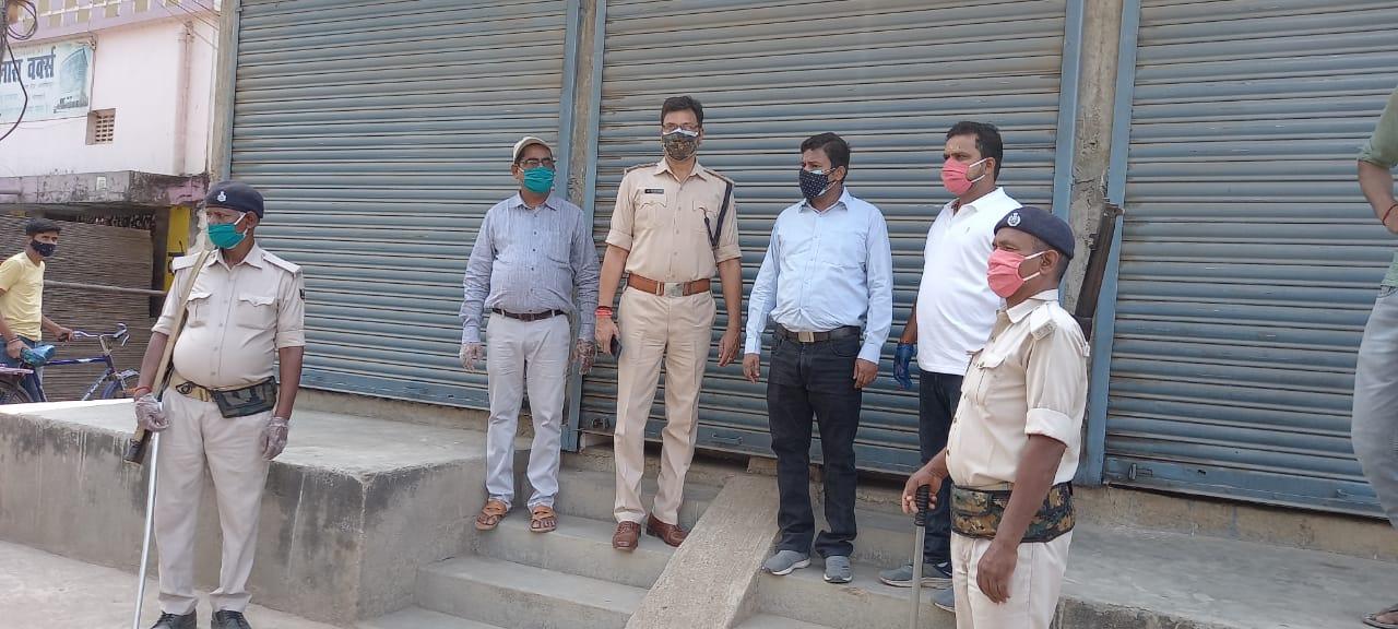 दुकान सील: लॉकलाउन का उल्लंघन करने पर 5 दुकानों को किया सील, पुलिस की कार्रवाई से मची खलबली