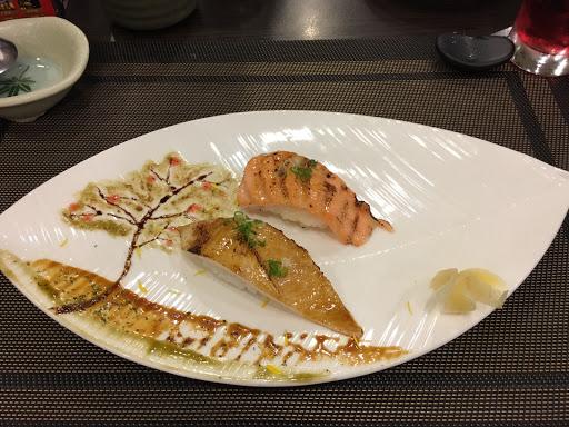 吃了整輪的套餐,這道炙燒握壽司印象深刻,盤子有廚師細心的彩繪,握壽司也相當美味,整個超療癒的