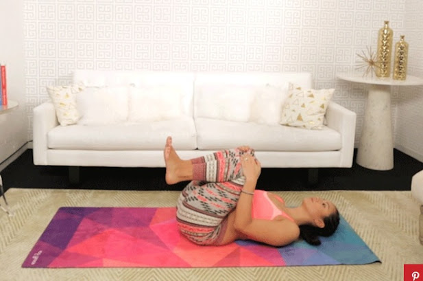 6 dong tac yoga nen tap sau khi lo an nhieu