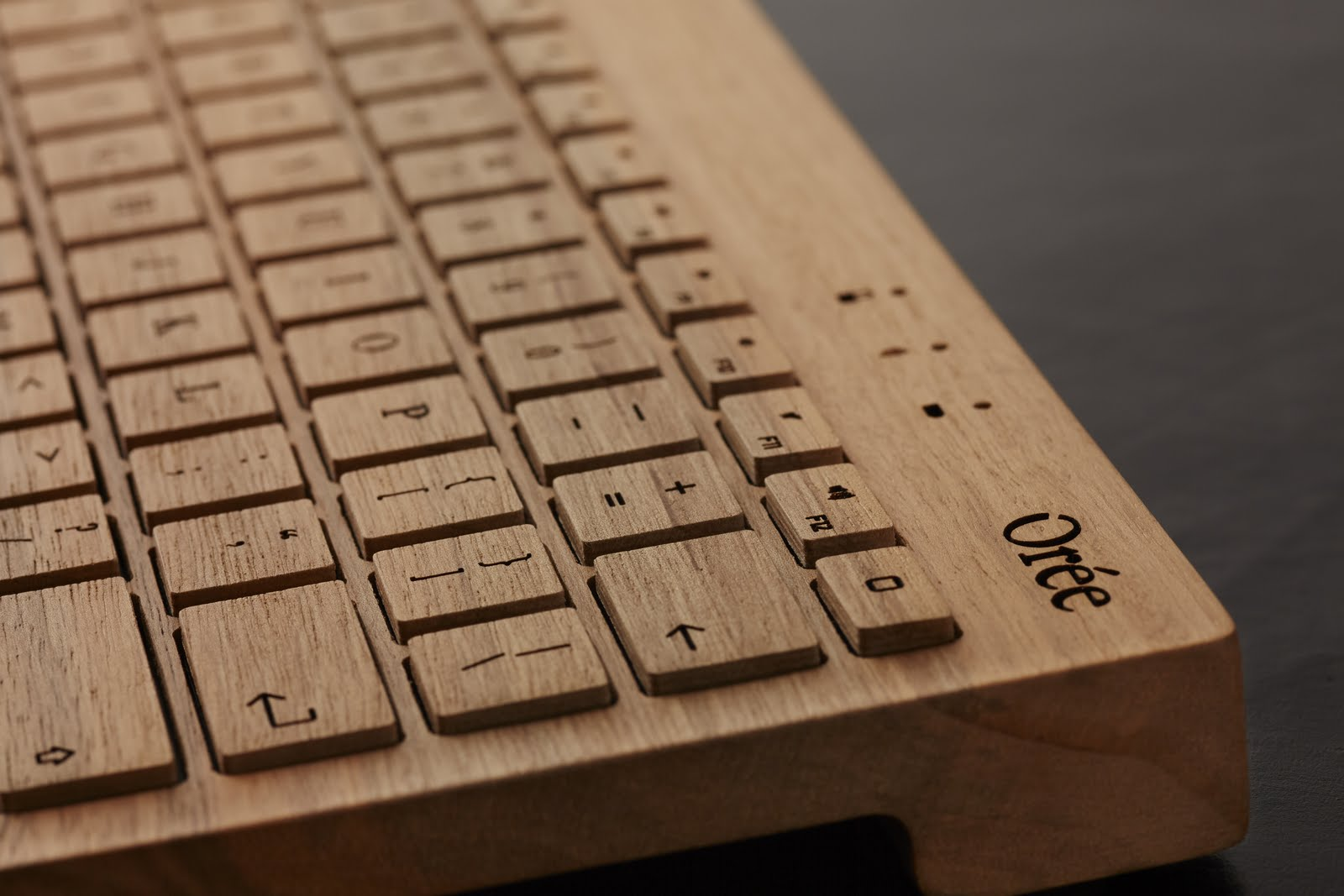 Oreeキーボードのレーザー彫刻 - 完成写真
