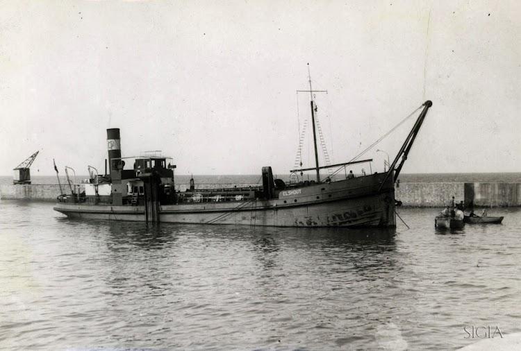 La ELSHOUT en Luarca, en octubre de 1942.tif