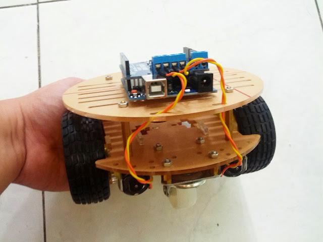 มาเล่น arduino robot ควบคุมด้วย android app bluetooth