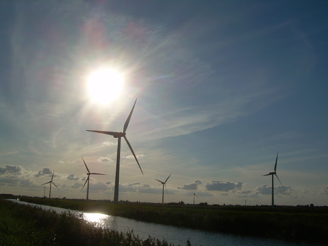 Wind turbines by the River Nene (old course) north-east of March