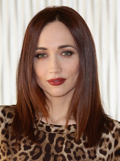 medium straight hairstyles for women to look attractive