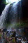 by wkońcu dotrzeć nad wodospad i wziać orzeźwiający prysznic :)