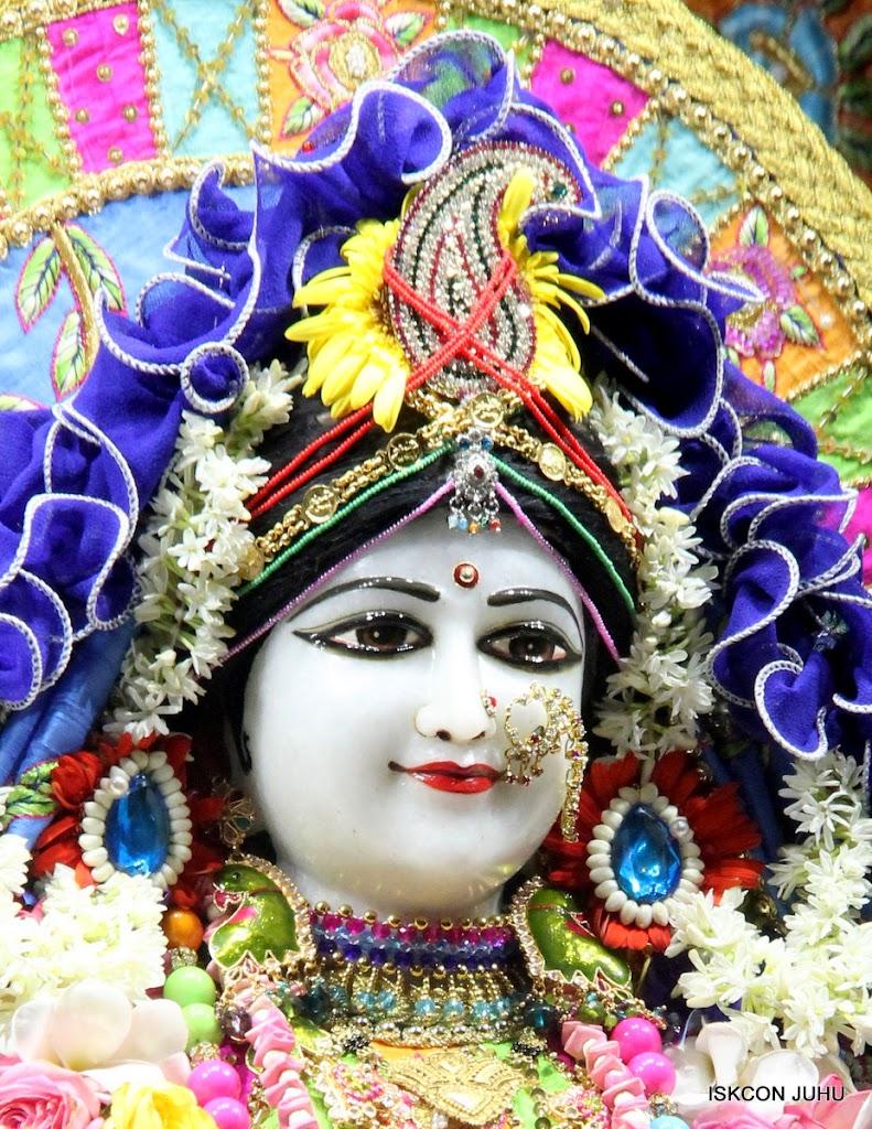 ISKCON Juhu Sringar Deity Darshan on 29th April 2016 (10)
