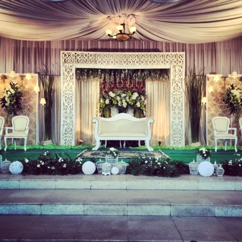 Royal wedding yogyakarta wedding project 2015 modern white with green mixture decoration classic javanesse wedding decoration junglespirit Choice Image