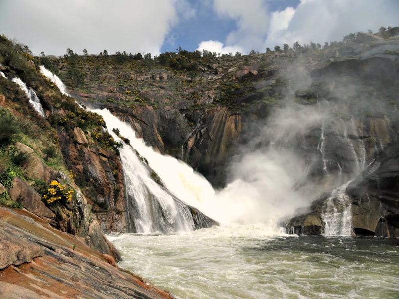 Cascada en la desembocadura del río Xallas, Ézaro