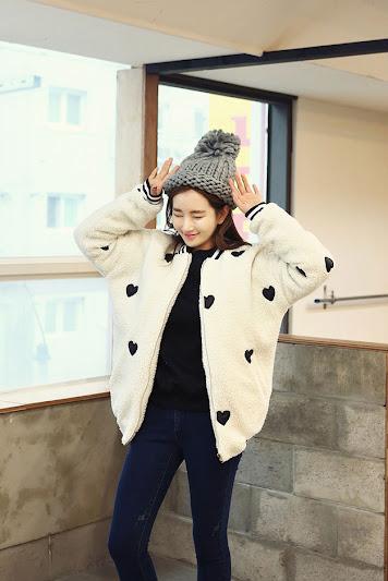 Bộ thời trang áo khoác lông cừu mang phong cách Hàn