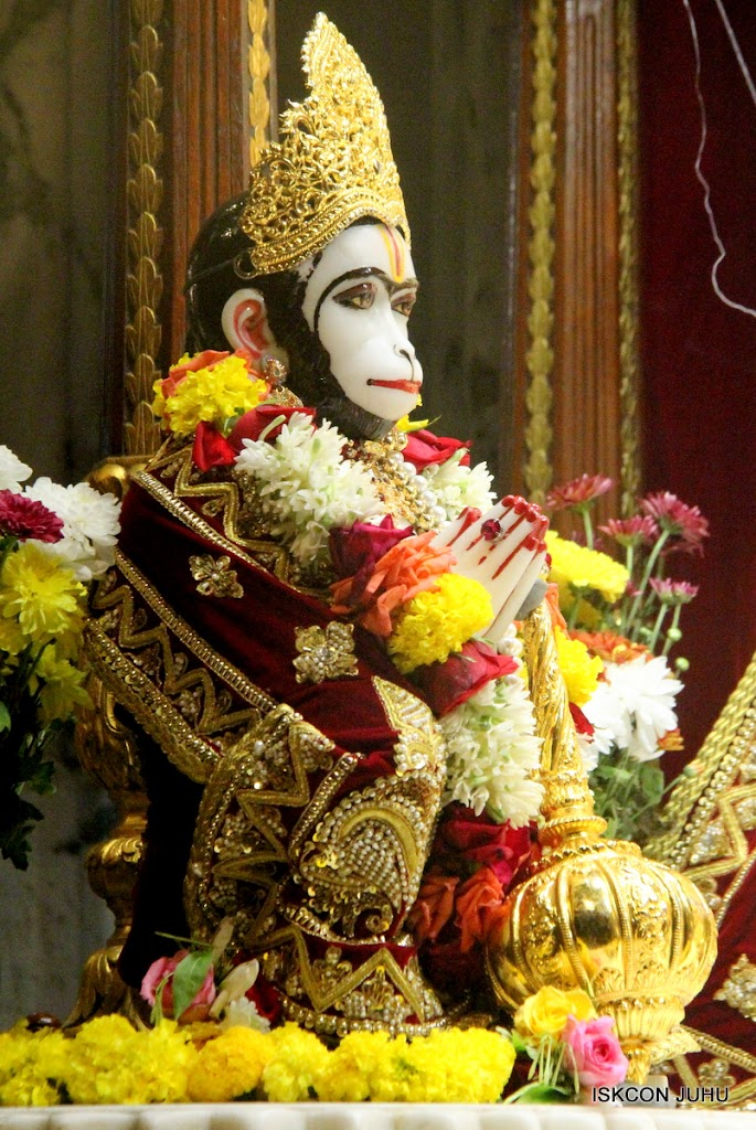 ISKCON Juhu Sringar Deity Darshan on 5th Aug 2016 (22)