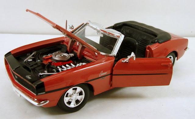 Xe ô tô 1968 Chevrolet Camaro SS396 Convertible Maisto 31257 tỷ lệ 1/24 mở được cánh cửa và nắp capo
