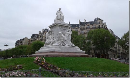 Esplanade Jacques Chaban Delmas - Pasteur Statue (3)