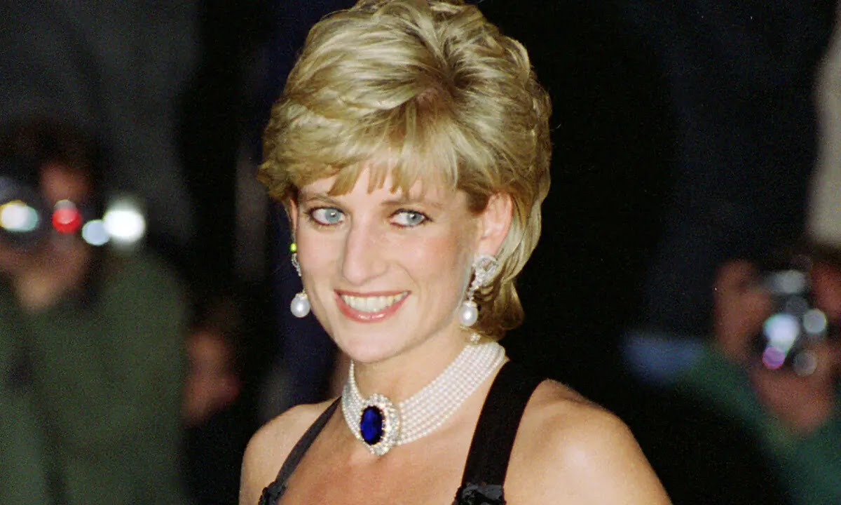 Princess Diana looks Angelic in Unearthed photo Taken by Father John Spencer
