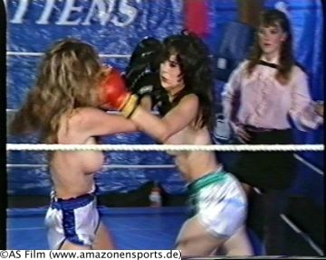 Brutal naked women boxing