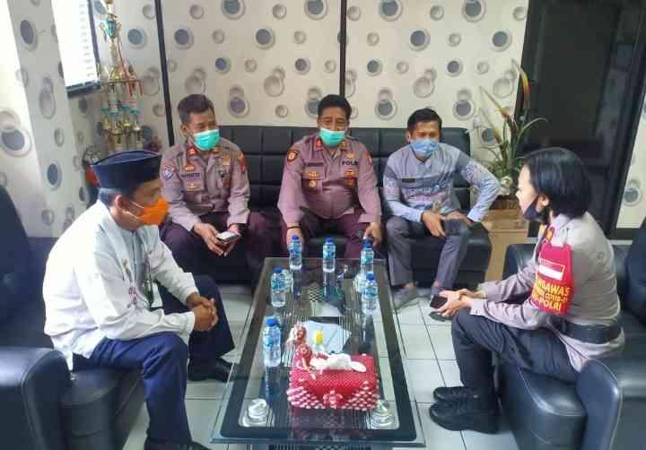 Kapolsek Cengkareng AKP Endah Pusparini SH, MH Lakukan Kunjungan Kerja Kekantor Kecamatan Cengkareng..