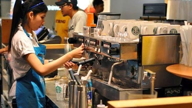 du học sinh làm thêm trong quán cafe