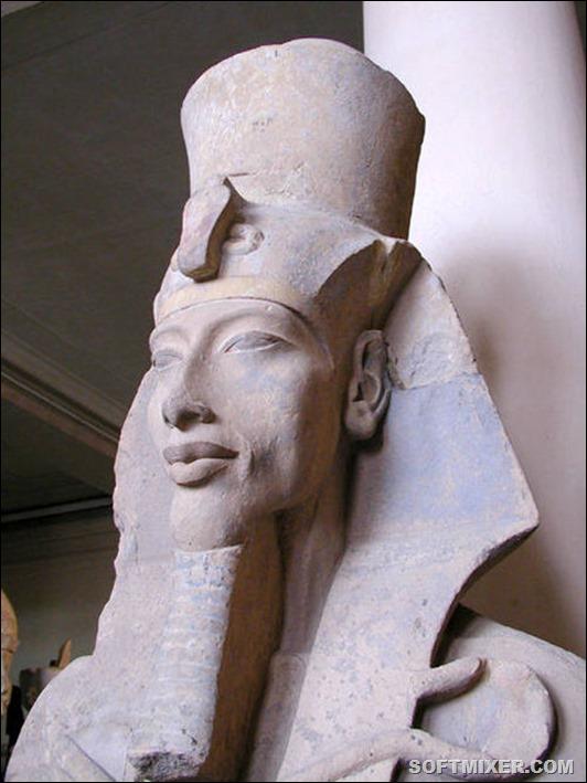 449px-Akhenaten_statue