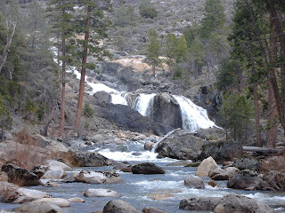I walked up to the upper falls to get this photo©http://backpackthesierra.com