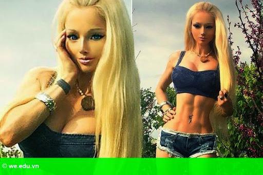 Hình 1: Người mẫu giống búp bê Barbie khoe ảnh bụng 6 múi