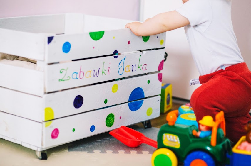 Recoger la habitación de los niños