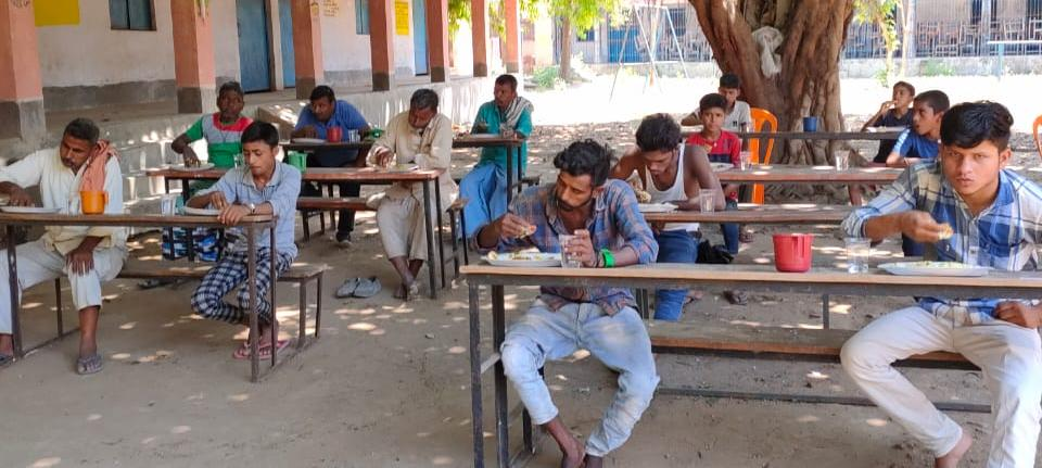 गरीब व मजदूर सामुदायिक किचेन का ले रहे लाभ