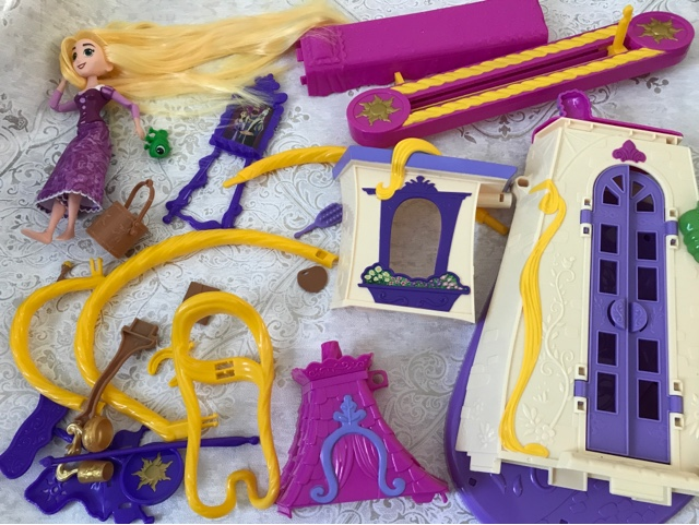 disney-tangled-series-toys-swinging-castle