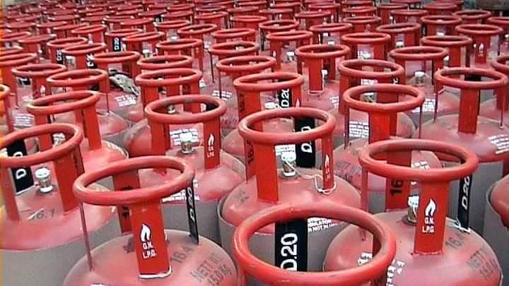 ವಾಣಿಜ್ಯ Gas cylinderಗೆ ಮತ್ತೆ ಹೆಚ್ಚಳ: ದುಬಾರಿ ದುನಿಯಾದಿಂದಾಗಿ ಮತ್ತೆ ಸಂಕಷ್ಟಕ್ಕೆ ಸಿಲುಕಿದ ಗ್ರಾಹಕರು