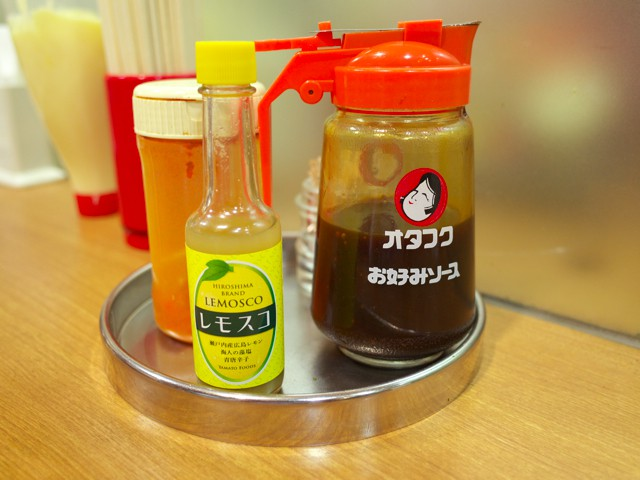 卓上調味料のオタフクソースとレモスコ