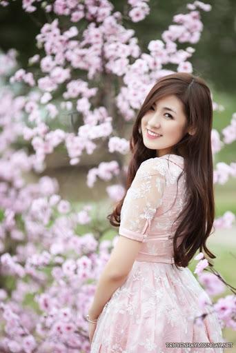 Ngắm Ảnh Girl Xinh Tú Anh Rạng Rỡ Giữa Vườn Hoa