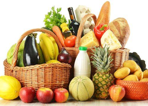 Рацион долгожителя изобилует сырыми овощами, фруктами, зеленью и травами