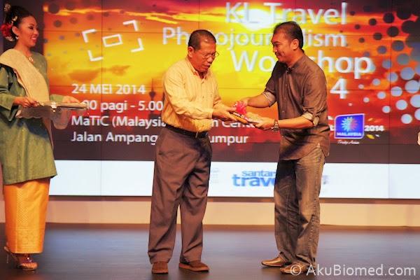 penyampaian cenderhati kepada Datuk Bandar Kuala Lumpur