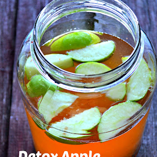 Apple Cinnamon Detox Water.