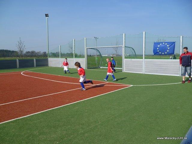 Veľkonočný medzinárodný ZLATÝ futbalový turnaj ČSFA (17.4.2011) - P1020037.JPG