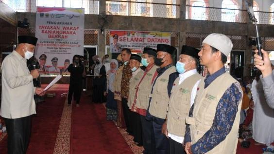 Gubernur Sumbar Kukuhkan Yayasan Waqaf Saniang Baka Berkah