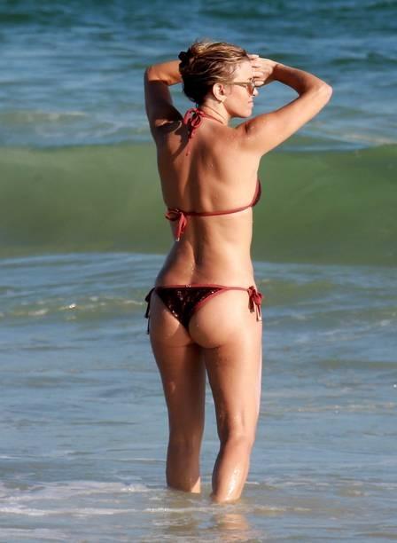 xchristine-fernandes-praia-,2840,29.png.pagespeed.ic.l-V_jh-rHM