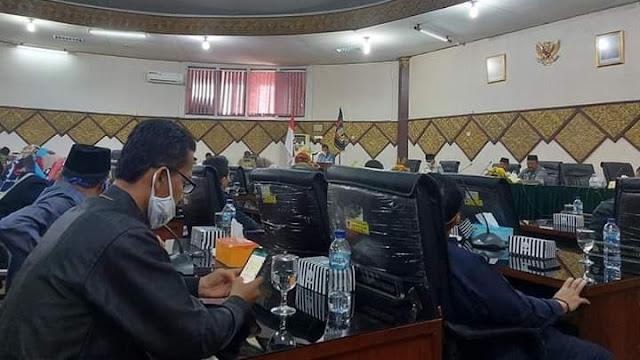 DPRD Kota Padang Gelar Rapat Paripurna Penyempaian KUA-PPAS APBD Padang TA 2021.