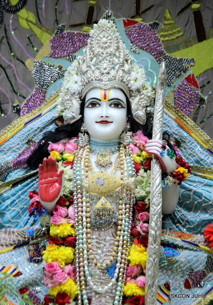 ISKCON Juhu Sringar Deity Darshan on 19th Oct 2016 (46)