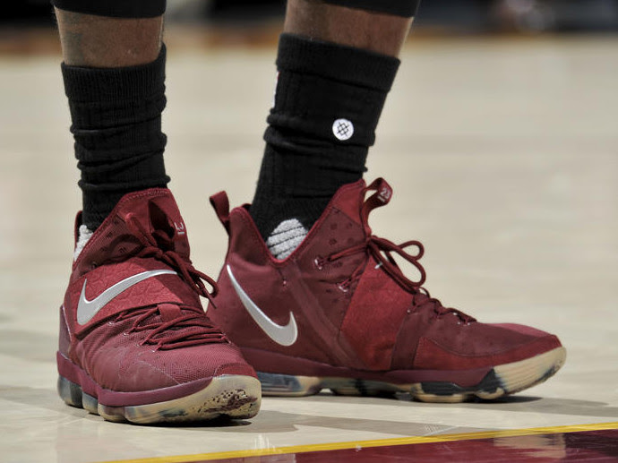 a6f184c7ff3 LBJ Takes Down Knicks in Nike LeBron 14 Wine amp Red Camo PE ...