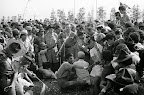 1974 - 5 de Julio, Neil Armstrong, quien fuera Eagle Scout, hace una aparición en el Jamboree Scout de Japón.