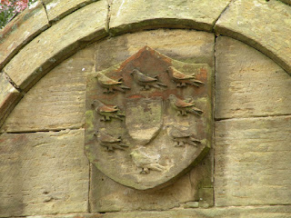 Герб старинного дома